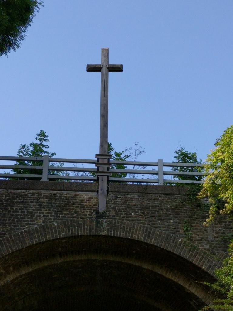 the-pilgrims-way-cross-on-lutyens-bridge