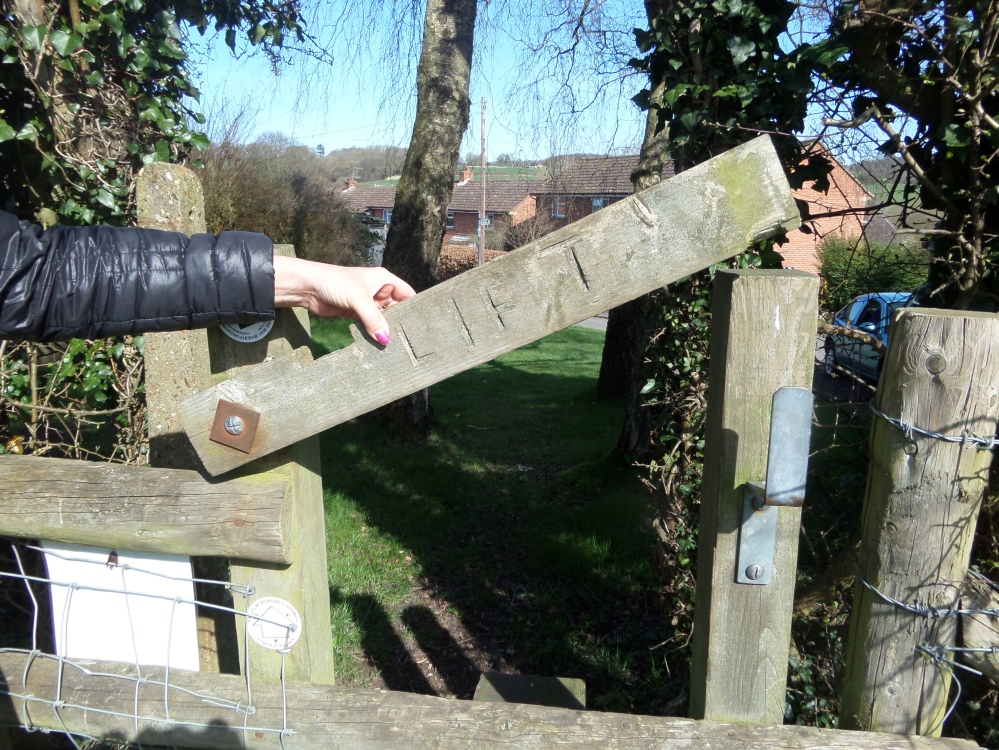 stile-along-the-hertfordshire-way