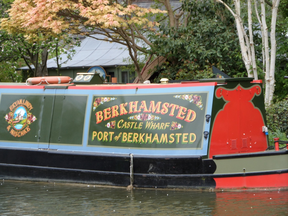 boat-on-the-grand-union-canal-the-hertfordshire-way